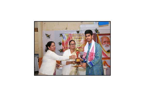 Best Student Award to Subhankar Goswami (Sr Category)